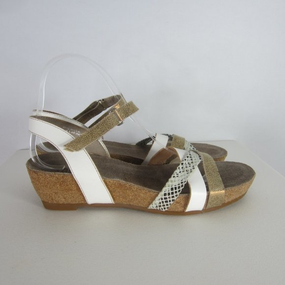 New Munro USA 8 N White Gold Brown Wedge Sandals